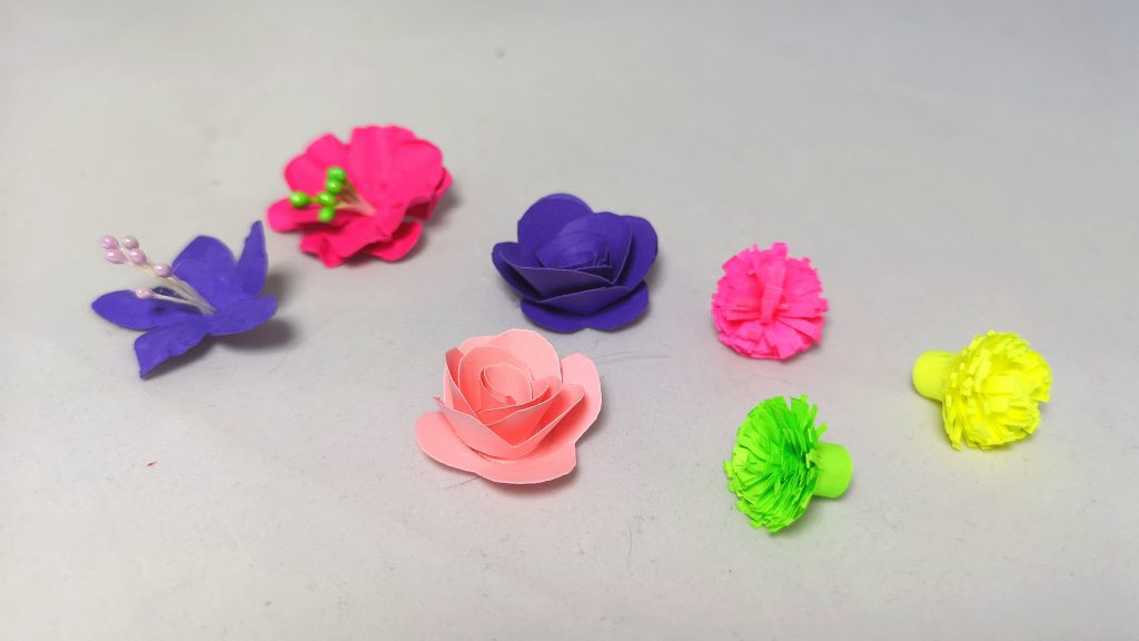 Готови квилинг цветя за залепяне