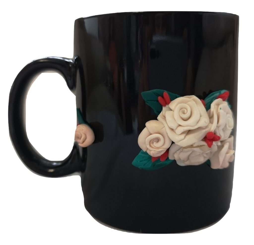 Ръчно украсенa чашa с полимерна глина, Рози #2