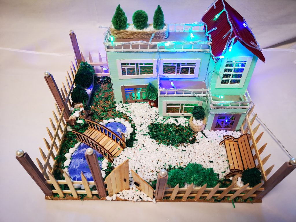 Коледна къща със светлини