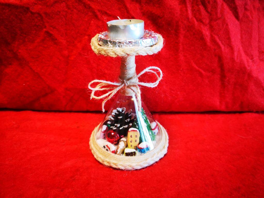 Свещник - обърната чаша с камъчета