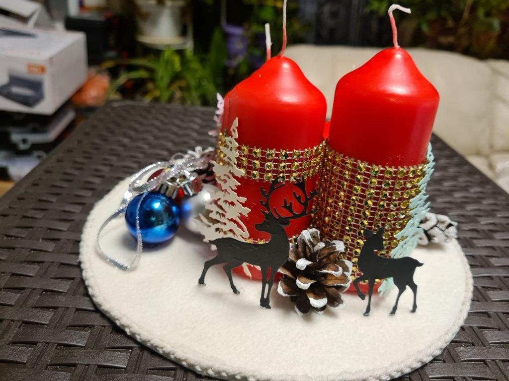Голям свещник с четири червени свещи